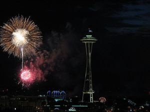 800px-4th_of_July_(2008)_fireworks_over_Seattle_(3)