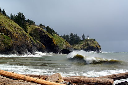 413px-cape_disappointment_and_cape_disappointment_light
